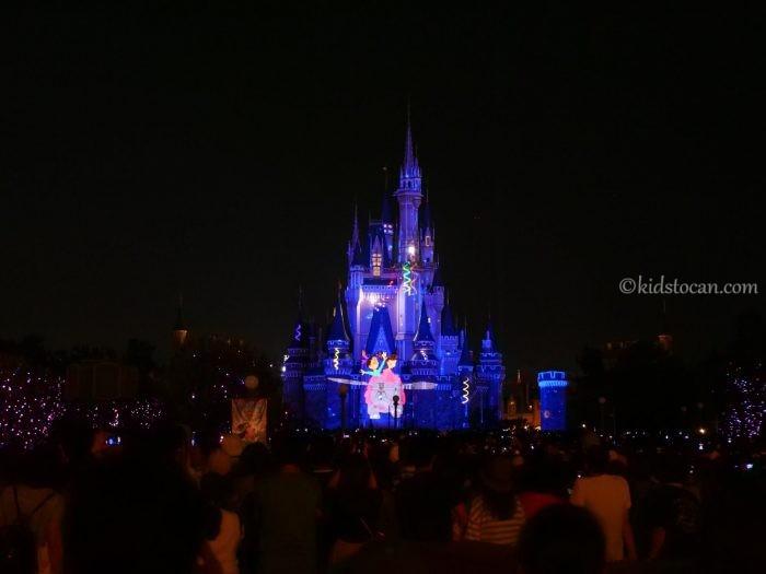 Celebrate! Tokyo Disneylandをプラザガーデンからみた様子。ダンボのアトラクション。