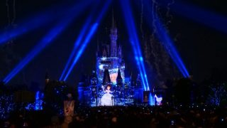 Celebrate! Tokyo Disneylandをプラザガーデンからみた様子。シンデレラ。